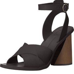 Dolce Vita size 10 heels